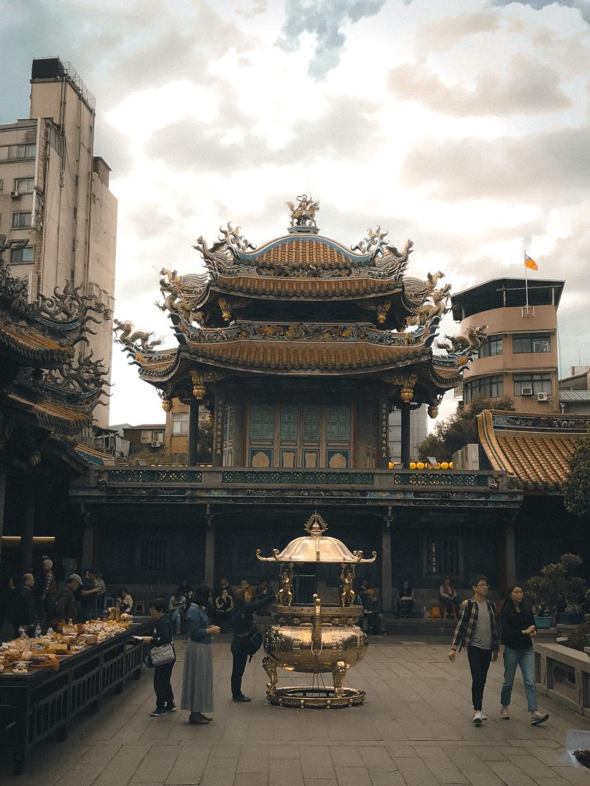 Lungshan temple 龍山寺 taipei taiwan travel famous temple tourist love