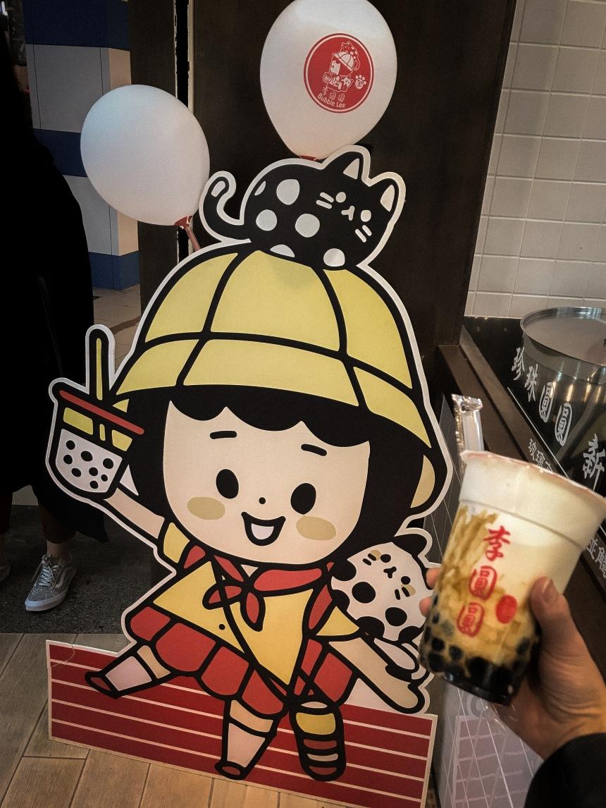 Night market boba tea drink in Taipei Taiwan