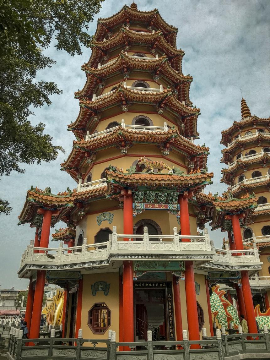 Dragon and Tiger Pagodas at Lotus Pond 龍虎塔,蓮池潭 south Taiwan where to go