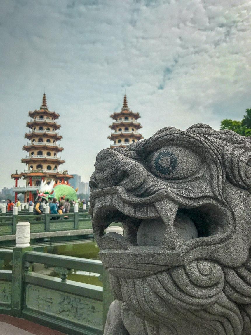 Dragon and Tiger Pagodas at Lotus Pond 龍虎塔,蓮池潭 travel in Taiwan