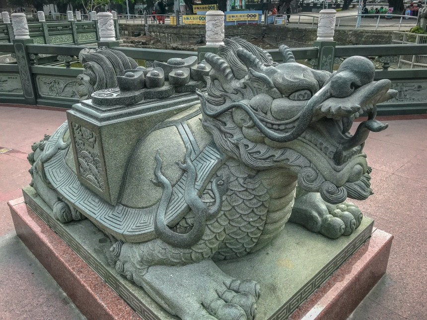 Dragon and Tiger Pagodas at Lotus Pond 龍虎塔,蓮池潭 trip in Taiwan one day