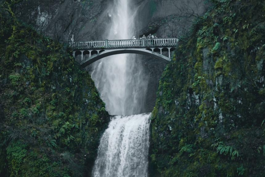 Multnomah Falls, Columbia River Gorge national park winter Portland trip