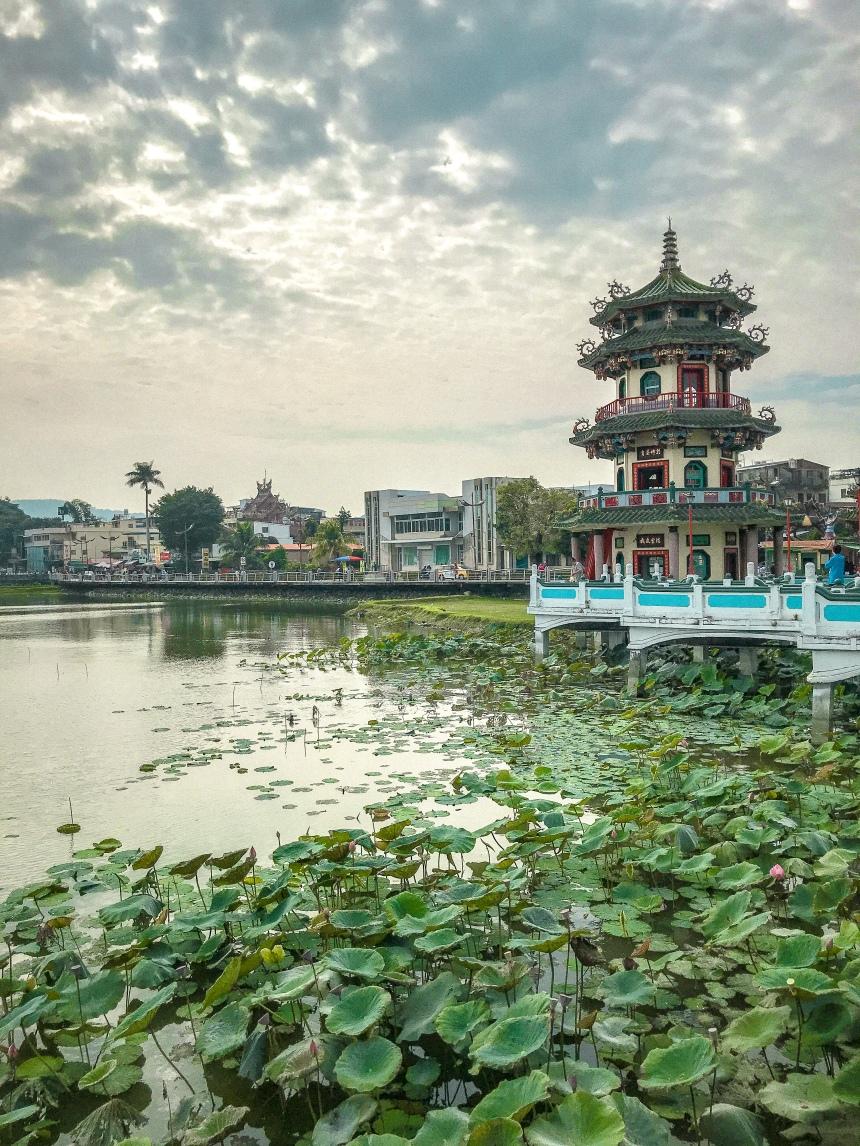 Spring and Autumn Pavilions 春秋閣 lotus pond