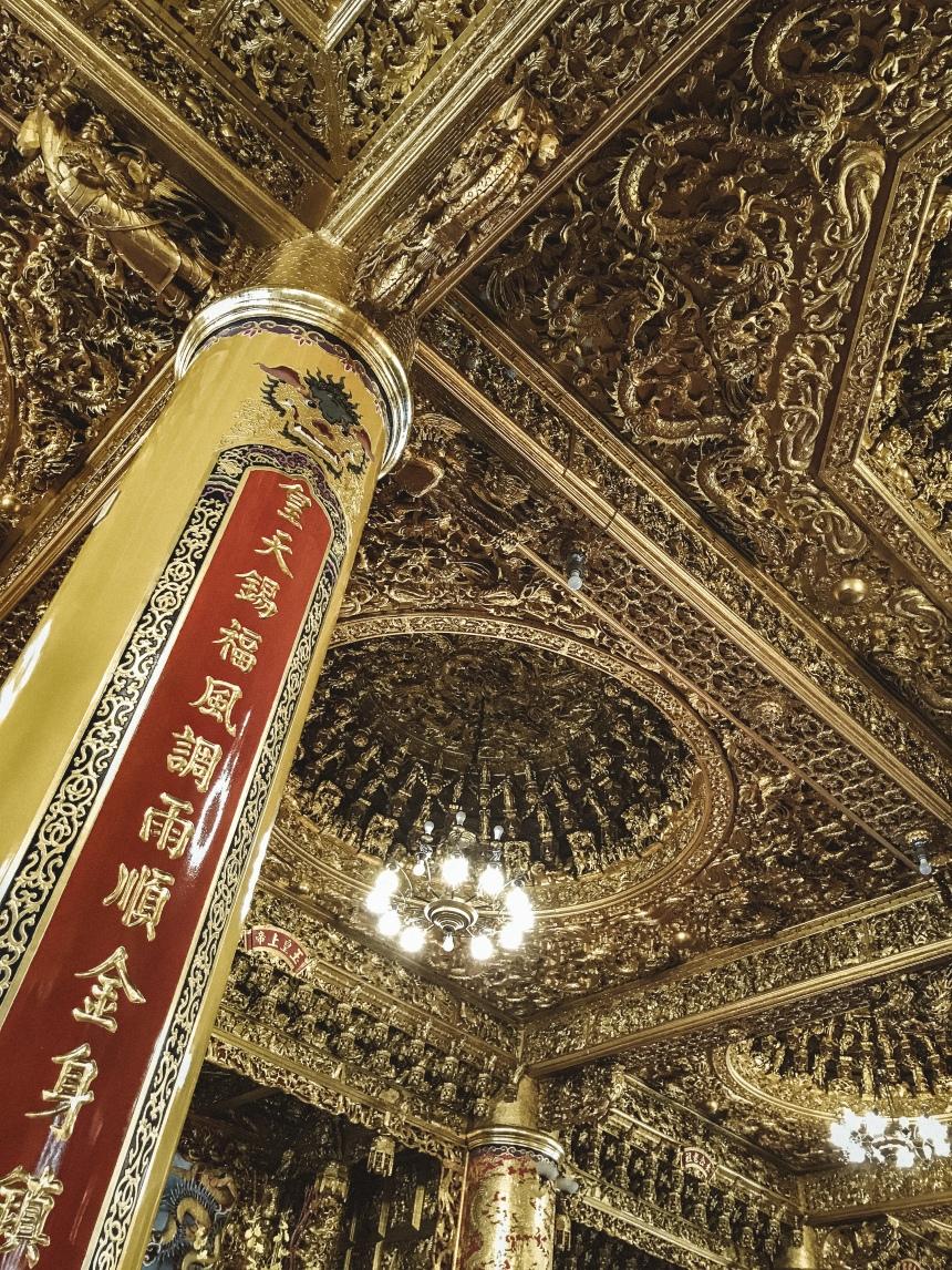 Taiwan worshipping in Qimingtang (Qiming temple) 啟明堂 Chinese culture