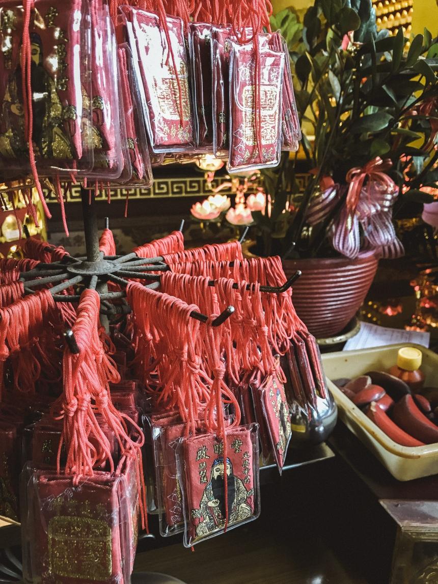 Taiwan worshipping in Qimingtang (Qiming temple) 啟明堂