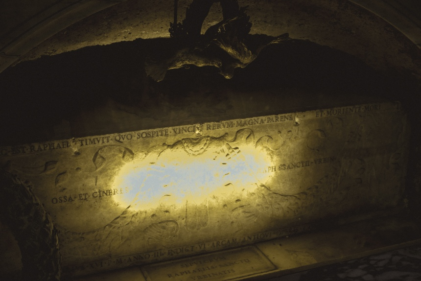 Raphael tomb Pantheon Rome must see trip guide